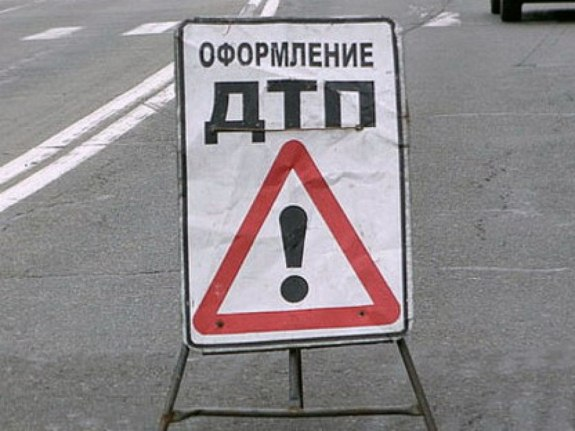 В Саратском районе микроавтобус съехал в кювет