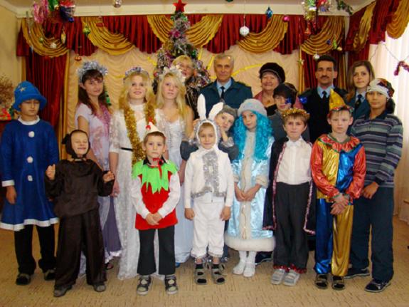 Измаильские таможенники поздравили детей из приюта с новогодними праздниками