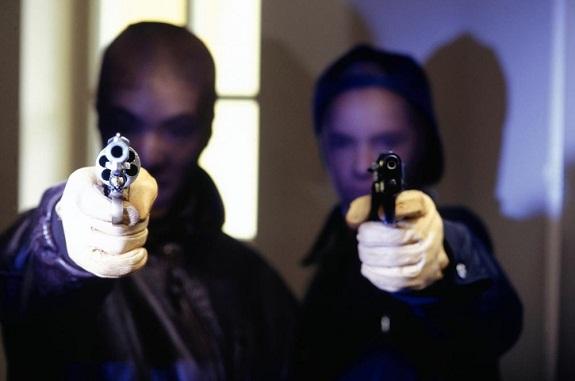 В Южном вооружённые бандиты ограбили ювелирный магазин