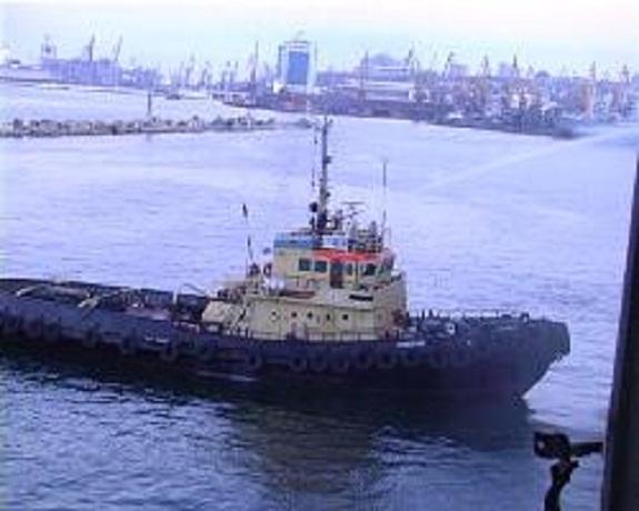 В Одесском порту полыхал плавучий док (ВИДЕО)