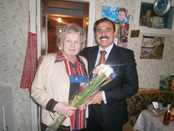 Нардеп поздравил с 8 Марта заслуженного врача Арциза (ФОТО)