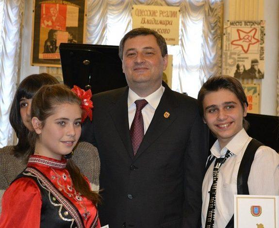 Болградские дети получили стипендии на развитие таланта
