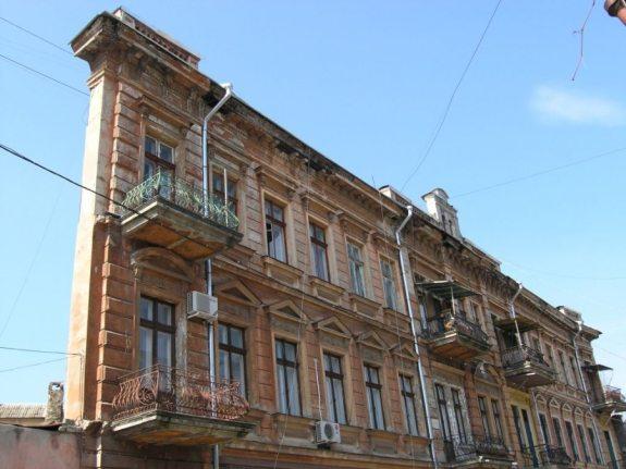 Одесский знаменитый «дом-стену» признали памятником архитектуры