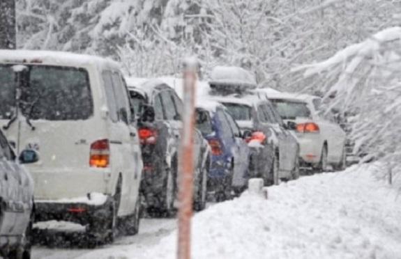 На трассе «Тарутино-Подгорное» в снежный плен попали 8 автомобилей