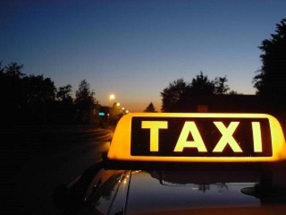 Одесский таксист украл у молодого ренийца тысячу долларов