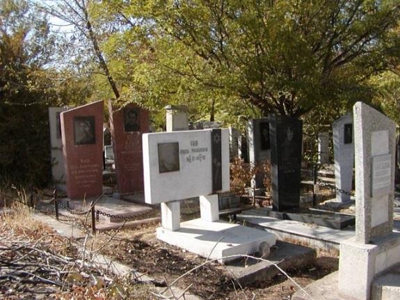 В Килии мужчина прямо с кладбища украл скамейку и табличку памятника