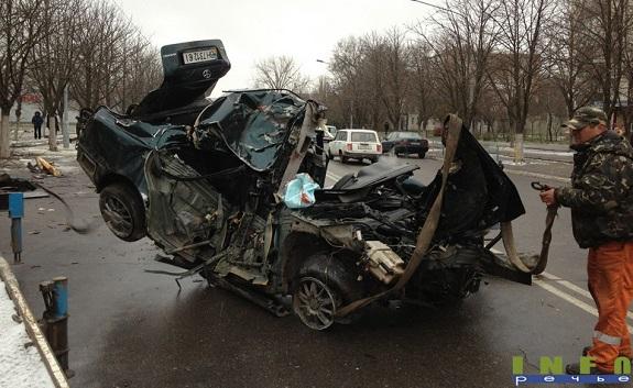 В Измаиле лихач на «Toyota» врезался в дерево и погиб на месте