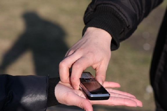 Житель Саратского района украл телефон у доверчивого незнакомца на котовском вокзале