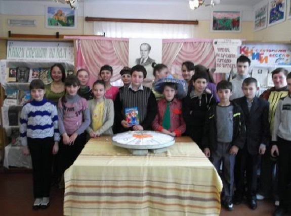 В Арцизе школьники встретились с поэтессой и художниками (ФОТО)
