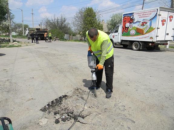 В Болграде ведётся ремонт дорог (ФОТО)