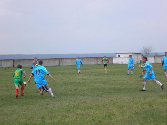 В Саратском районе определились полуфиналисты кубка губернатора по футболу