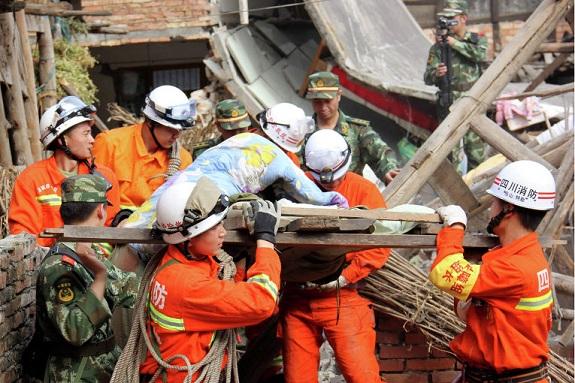 Землетрясение в Китае убило более 200 человек