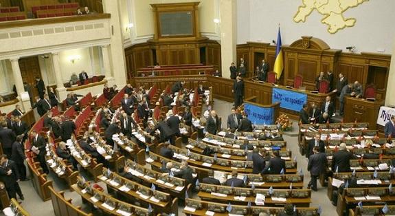 Парламент Украины проводит заседание вне стен Рады