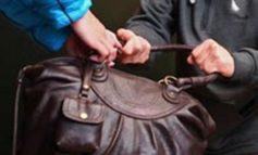В Одессе у беззащитной пенсионерки украли сумку с деньгами
