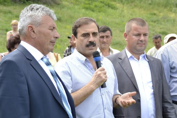 Нардеп поздравил жителей Виноградовки с Днём села (ФОТО)