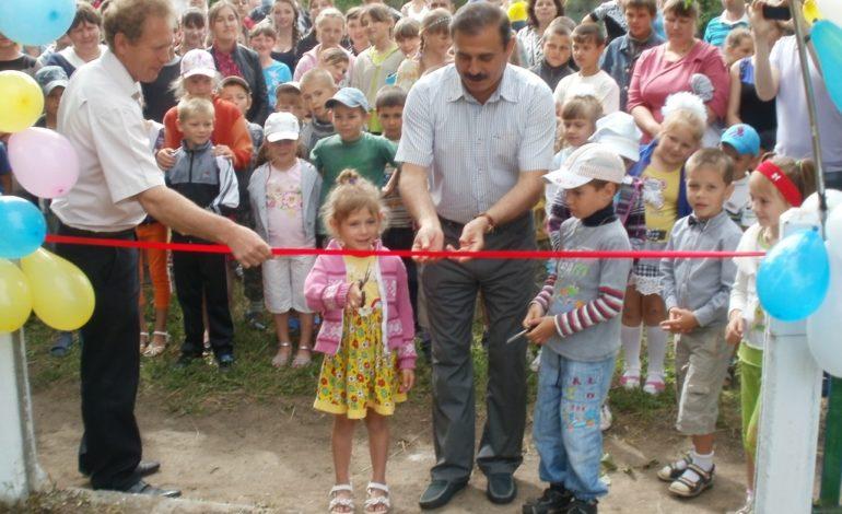 Антон Киссе открыл три детских площадки в сёлах Бессарабии (ФОТО)