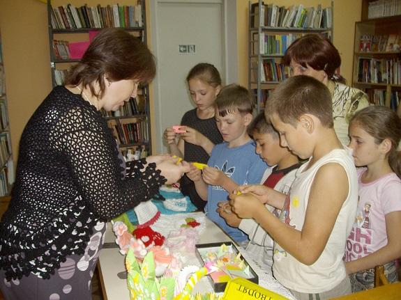 Болградские рукодельницы рассказали школьникам о своём творчестве (ФОТО)