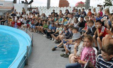 Измаильские танцоры посетили одесский дельфинарий по приглашению Антона Киссе (ФОТО)