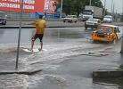 В Одессе парень прокатился по улице на доске для сёрфинга