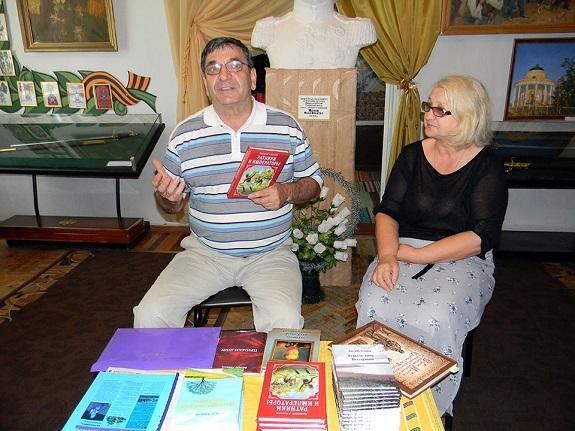 Жители Болграда встретились с писателем Валерием Азмановым (ФОТО)
