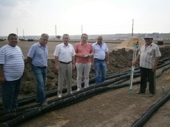 В Саратском районе реконструируют стадион и бурят скважину