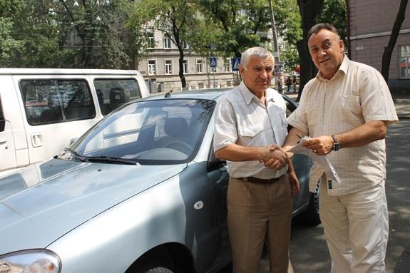 Антон Киссе подарил арцизскому ветерану войны машину