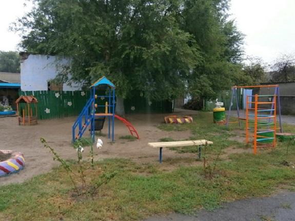 Антон Киссе подарил детям Павловки игровую площадку
