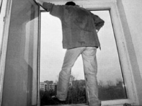 В Одессе 40-летний мужчина выбросился из окна