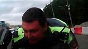Москвич километр вёз на капоте инспектора ДПС