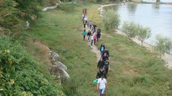 Белгород-днестровская молодёжь привела в порядок берег лимана (ФОТО)