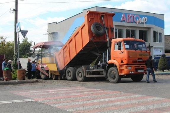 В Белгород-Днестровском работы по ремонту дорог идут полным ходом (ФОТО)