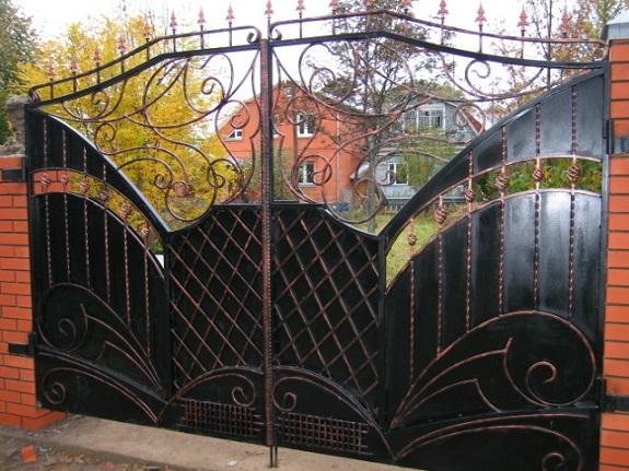 В Болградском районе бывшая хозяйка дома украла металлические ворота у новых хозяев