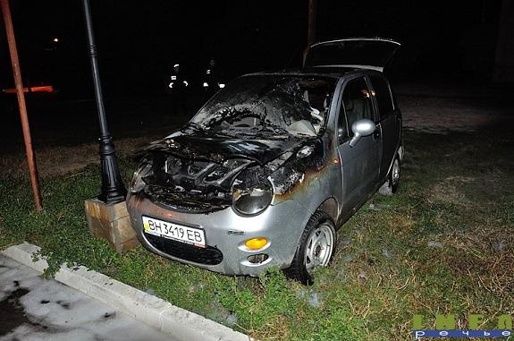 В Измаиле обиженный парень поджёг машину своей возлюбленной