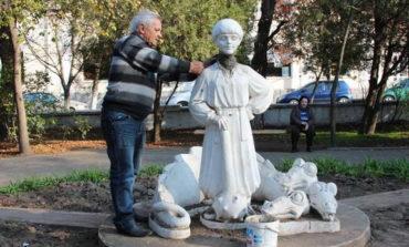 В Белгороде-Днестровском в восьмой раз сломали голову сказочной скульптуре (ФОТО)