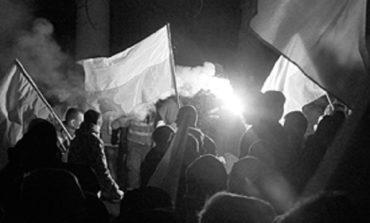 Польские националисты атаковали российское посольство в Варшаве