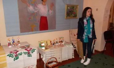 В Рени стартовала выставка керамической игрушки и картин