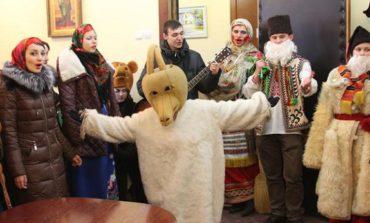 В Белгород-Днестровском исполкоме воспитанники детдомов устроили щедривки (ФОТО)