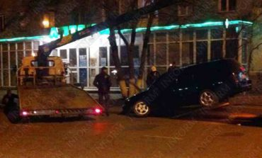 В Измаиле девушка на «Volkswagen» влетела в бордюр