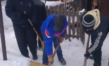 В Арцизском районе «тимуровцы» помогают старикам преодолеть последствия непогоды
