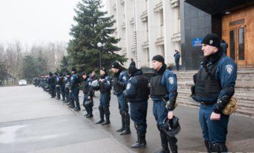 Обладминистрация побоялась митингов и отгородилась кордонами милиции (ФОТО)