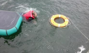 Одесские пограничники спасли тонущего рыбака