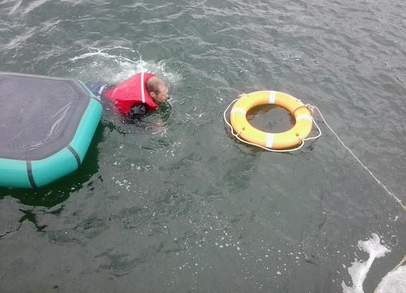 лодка тонет видео