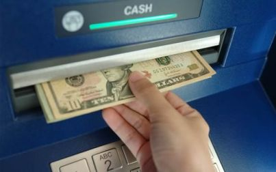Грабители, отобравшие у пенсионера деньги, проведут за решеткой 4 года