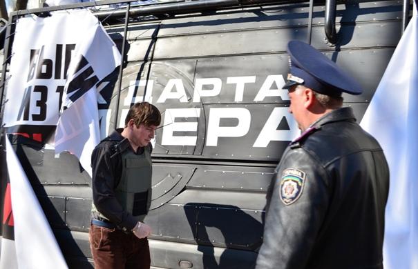 Дело в том, что в организации встреч олейнику активно помогает близкий соратник алексея гончаренко жан николаенко