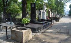 В Одесской области пьяный пенсионер надругался над могилами