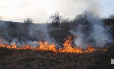 В Ивановском районе массово горит сухая трава и сено