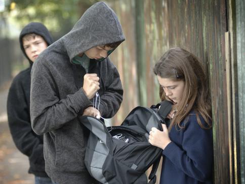 17-летний одессит промышлял кражами гаджетов у подростков