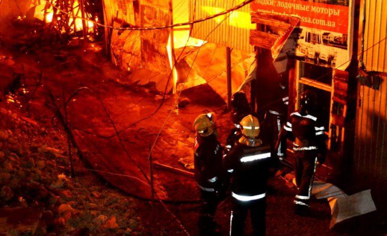 Ночью на Даче Ковалевского сгорело 15 дачных домов