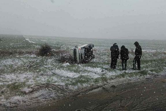 В Болградском районе из-за непогоды перевернулся автобус