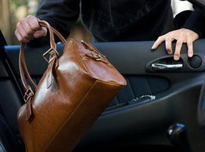 В Подольске рецидивист ограбил женщину в ее же машине